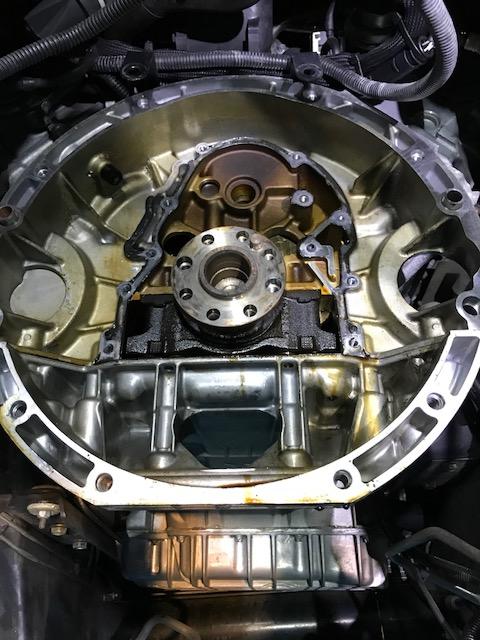Gクラス(W463)G550 ゲレンデヴァーゲン クランクシールオイル漏れ 故障修理
