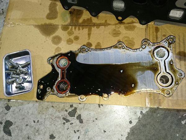 メルセデスベンツ Eクラス W212 E300 ディーゼルエンジンオイル漏れ修理