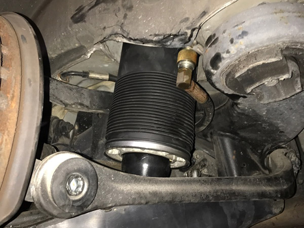 メルセデスベンツ SL R230 ABCオイル漏れ修理