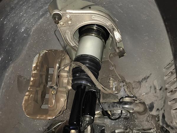 ベンツ Eクラス w211 車高落ち及び足廻り異音修理