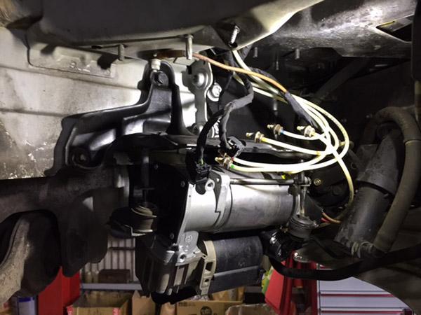 ベンツ Sクラス(W220)車高が落ちる、保持しない 点検修理