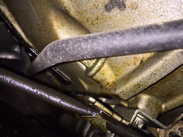 ベンツ EクラスW211(E300)車検オイル漏れ修理