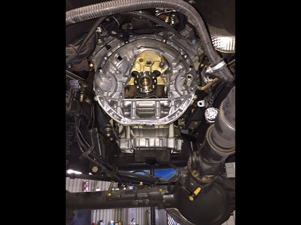 メルセデスベンツ Gクラス W463 G500 エンジンオイル漏れ