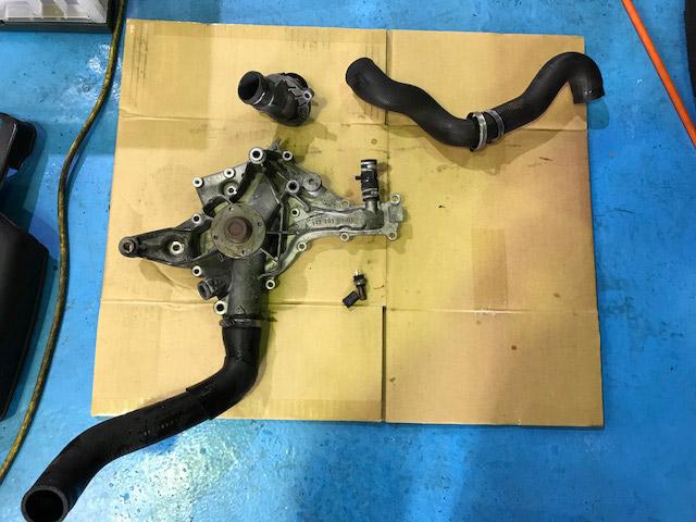 Gクラスゲレンデバーゲン(W463) G550 エンジン異音及び冷却水漏れ ウォーターポンプの故障