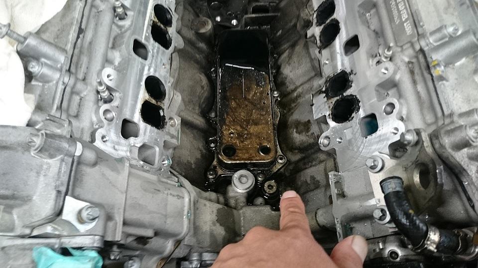 ベンツEクラスW212エンジン故障修理オイル漏れ