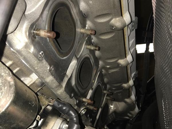 メルセデスベンツ C63 AMG W204 社外エキゾーストマニホールド取付け