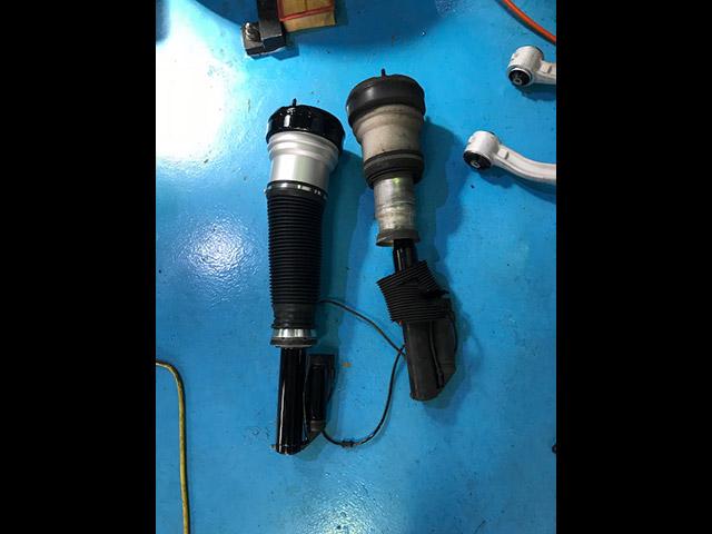 メルセデスベンツ Sクラス(W220)S430 エアサス異音 故障修理