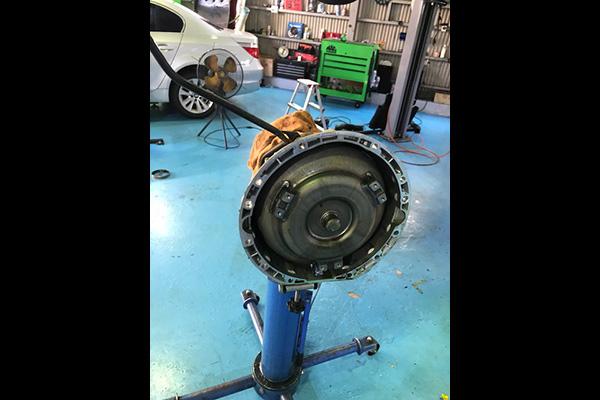 ベンツ SクラスW220 S500 車検 エンジンオイル漏れ